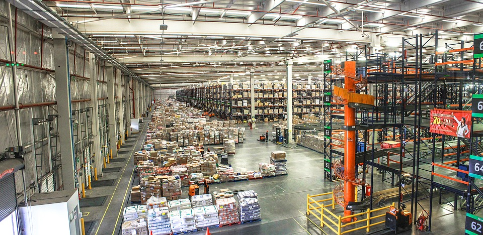 Differences Between Warehouse vs Distribution Center